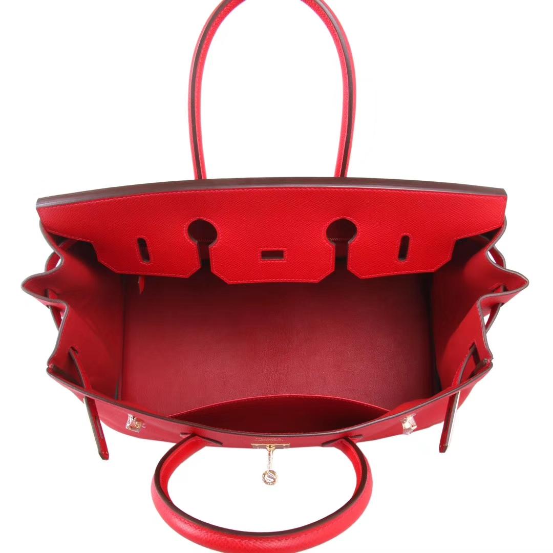 中国红,糖果红,尺寸是35,喜欢大包的朋友不要错过哦!