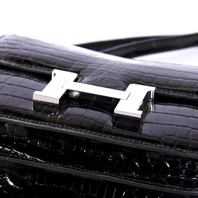 Hermès(爱马仕)Constance空姐包 19CM 银扣 黑色 亮面鳄鱼 个性时尚