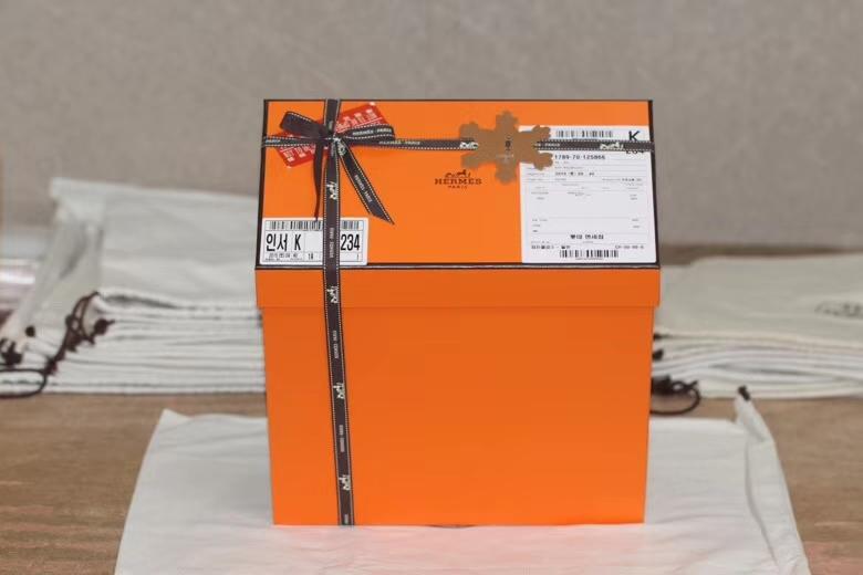 Hermès(爱马仕)Birkin 铂金包 淡粉色 原版蜥蜴 银扣 25cm