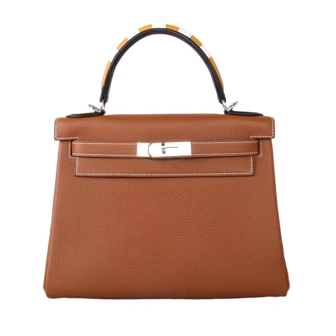 Hermès(爱马仕)Kelly凯莉包 驼色 togo 彩色手柄 银扣 28cm
