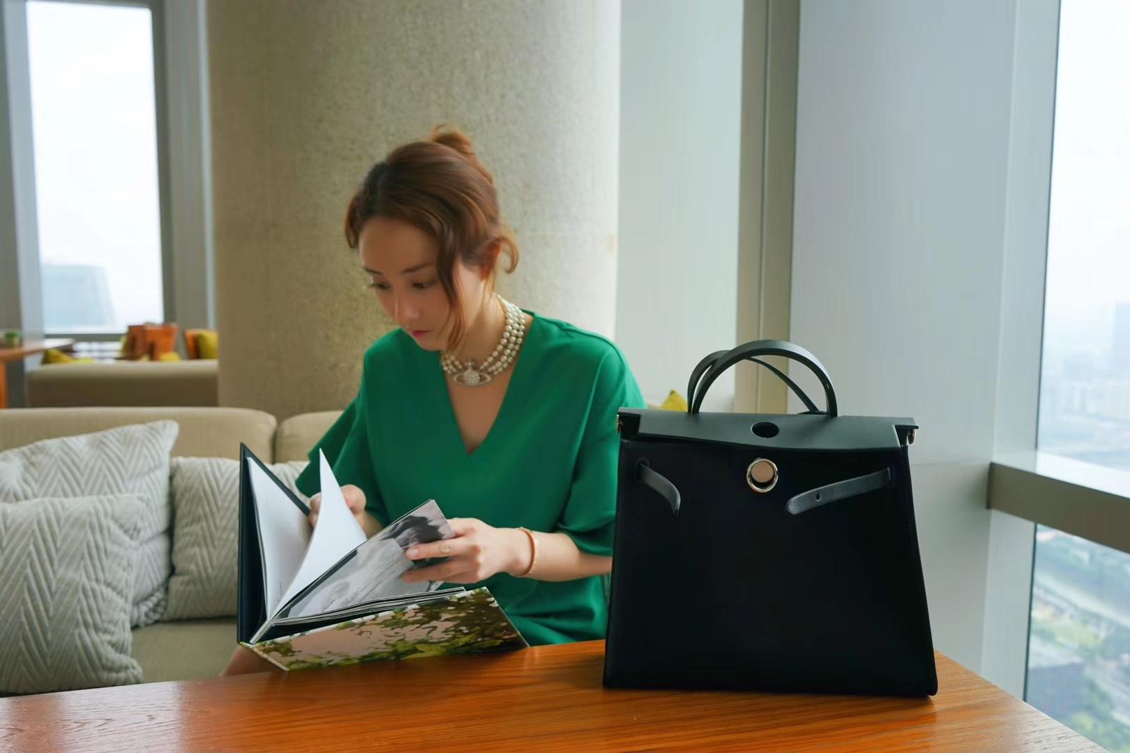 Hermès(爱马仕)herbag马鞍包 黑色 马鞍皮拼原色帆布 31cm