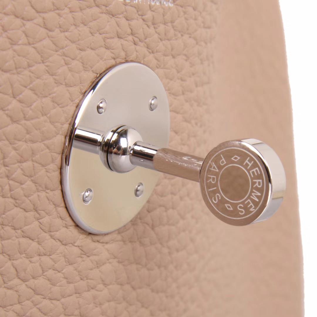 Hermès(爱马仕)lindy 琳迪包 斑鸠灰内拼唇膏粉 Togo 银扣 30cm