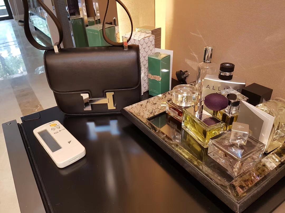 Hermès(爱马仕)Constance空姐包 黑色 原厂御用swift皮 银扣 19cm