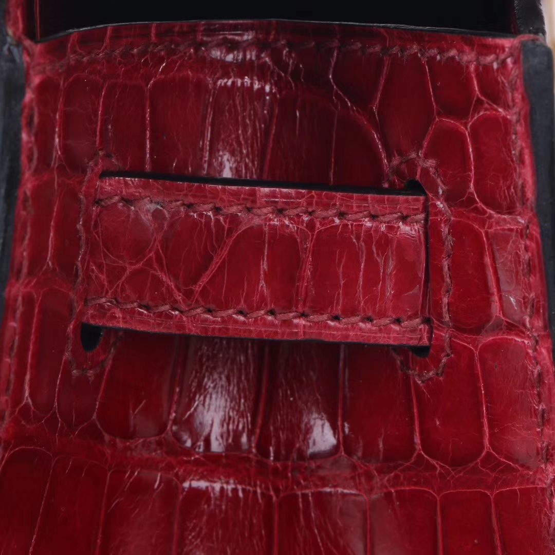 Hermès(爱马仕)mini kelly 一代 22cm 酒红色 亮面鳄鱼 金扣