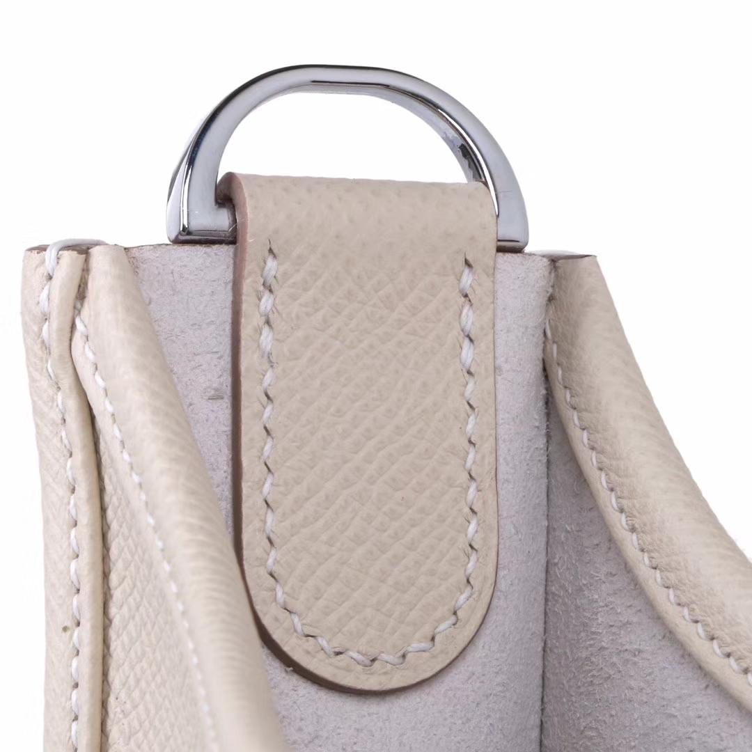 Hermès(爱马仕)Evelyne 伊芙琳 奶昔白 epsom皮 银扣 28cm