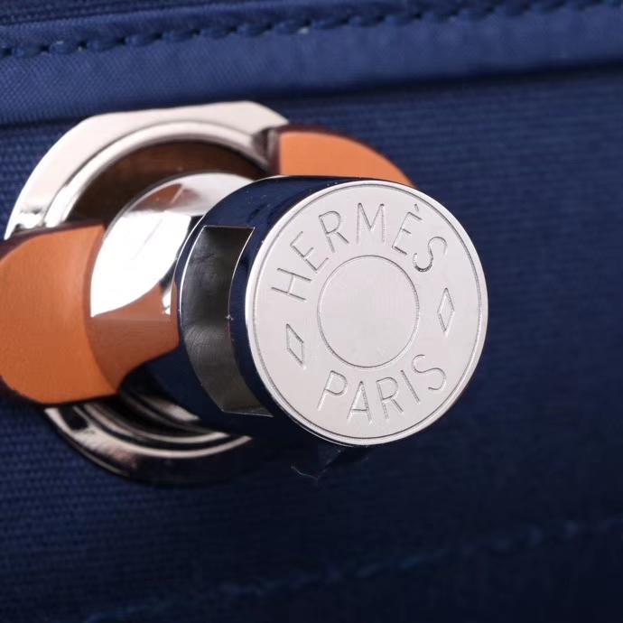 Hermès(爱马仕)Herbag 手提单肩包 驼色拼午夜蓝  帆布 银扣 31cm