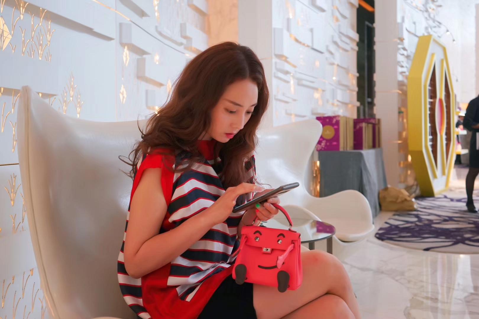 Hermès(爱马仕)kelly doll娃娃包 唇膏粉 swift皮 银扣 18cm