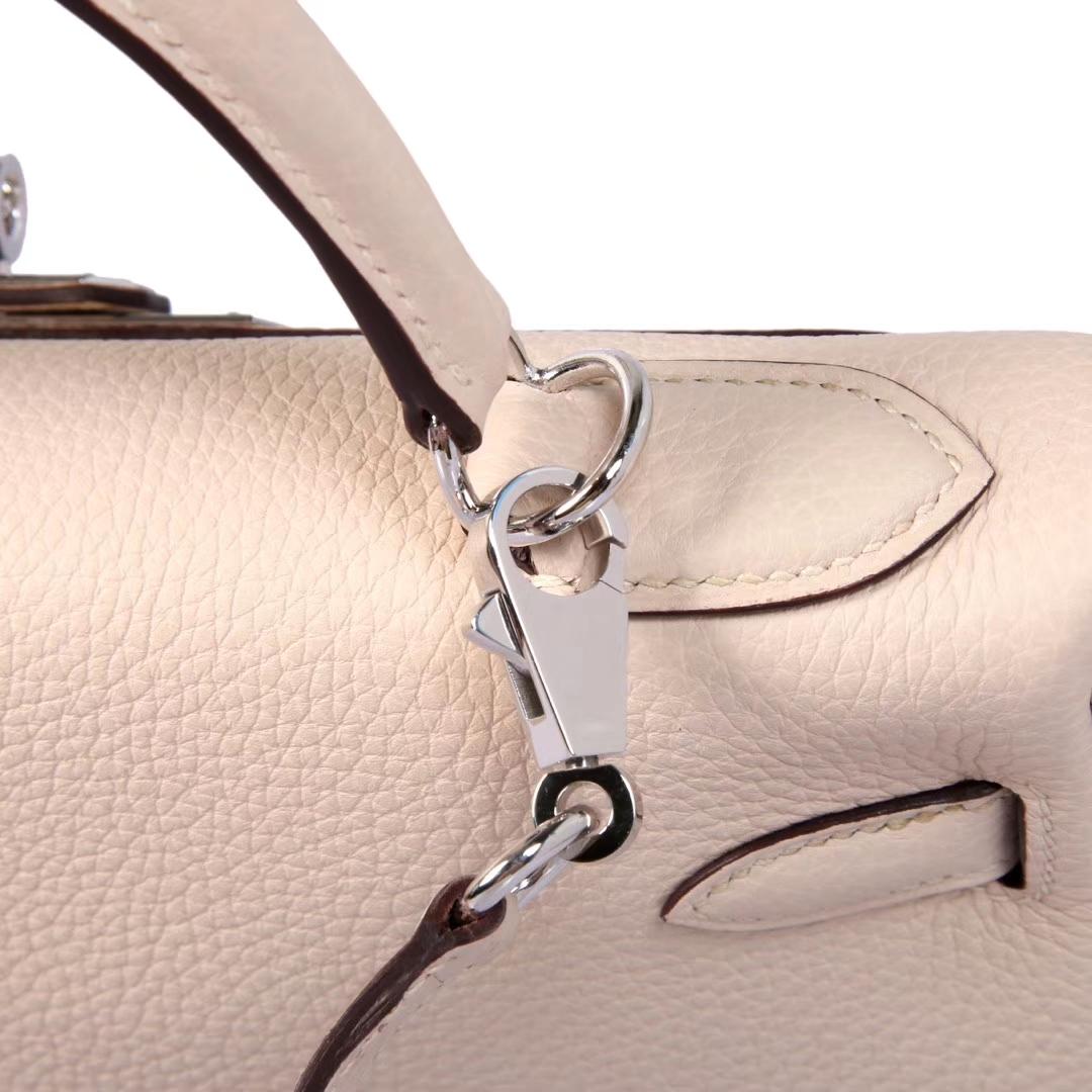 Hermès(爱马仕)Kelly 凯莉包 奶昔白 togo 银扣 28cm